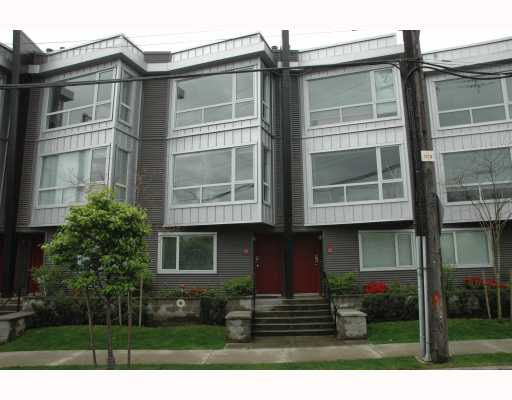 "Photo 1: 684 W 6TH Avenue in Vancouver: Fairview VW Townhouse for sale in ""BOHEMIA"" (Vancouver West)  : MLS(r) # V765144"