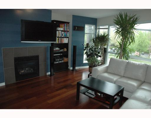"Photo 3: 684 W 6TH Avenue in Vancouver: Fairview VW Townhouse for sale in ""BOHEMIA"" (Vancouver West)  : MLS(r) # V765144"