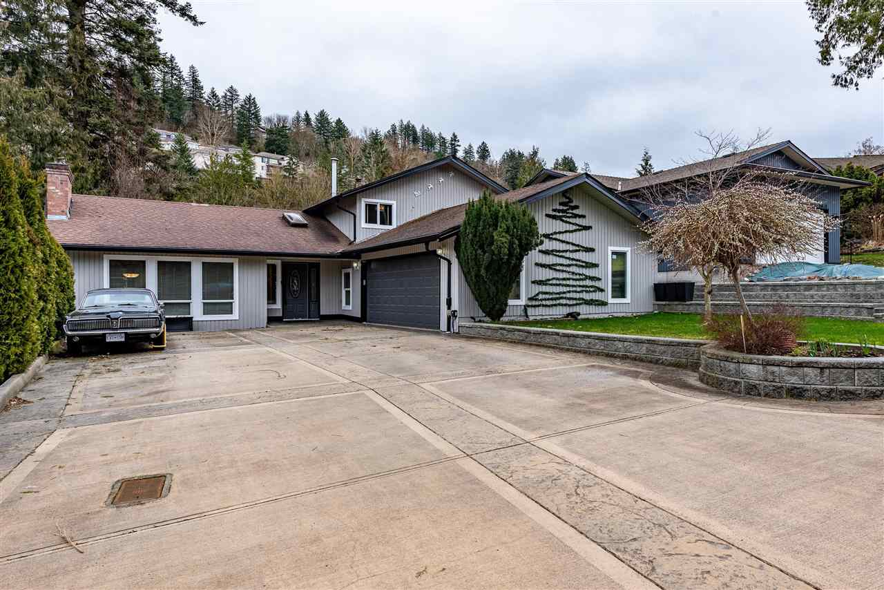 FEATURED LISTING: 2416 WOODSTOCK Drive Abbotsford