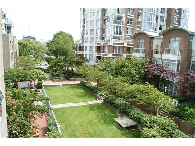 "Main Photo: 309 1188 QUEBEC Street in Vancouver: Mount Pleasant VE Condo for sale in ""CITY GATE"" (Vancouver East)  : MLS®# V857951"