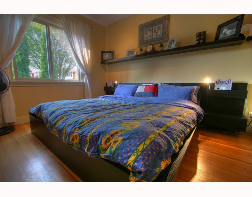 Photo 6: 4916 CHATHAM Street in Vancouver: Collingwood VE House for sale (Vancouver East)  : MLS(r) # V784942