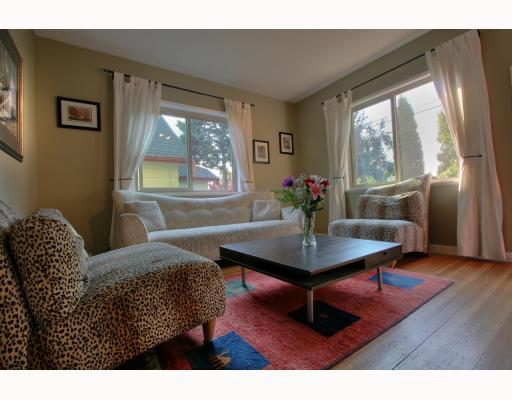 Photo 2: 4916 CHATHAM Street in Vancouver: Collingwood VE House for sale (Vancouver East)  : MLS(r) # V784942