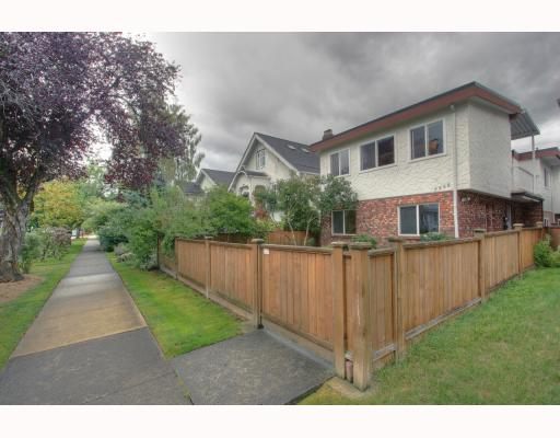 Photo 3: 2568 NAPIER Street in Vancouver: Renfrew VE House for sale (Vancouver East)  : MLS(r) # V786129