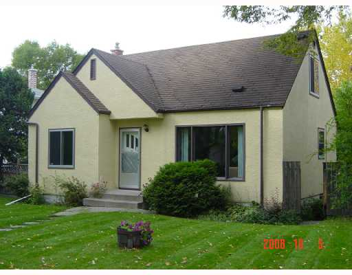 Main Photo: 47 CEDAR Place in WINNIPEG: St Boniface Residential for sale (South East Winnipeg)  : MLS(r) # 2819306