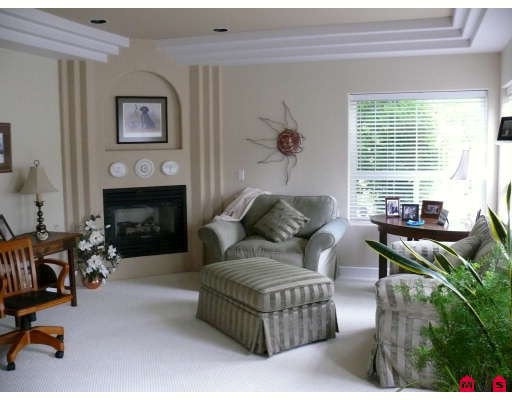 Photo 3: 18752 56A Avenue in Surrey: Cloverdale BC House for sale (Cloverdale)  : MLS(r) # F2914369