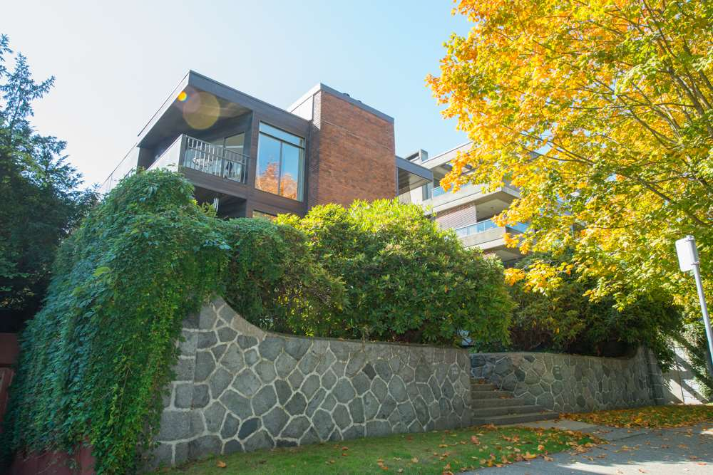 Main Photo: 2478 POINT GREY Road in Vancouver: Kitsilano Townhouse for sale (Vancouver West)  : MLS® # R2000331
