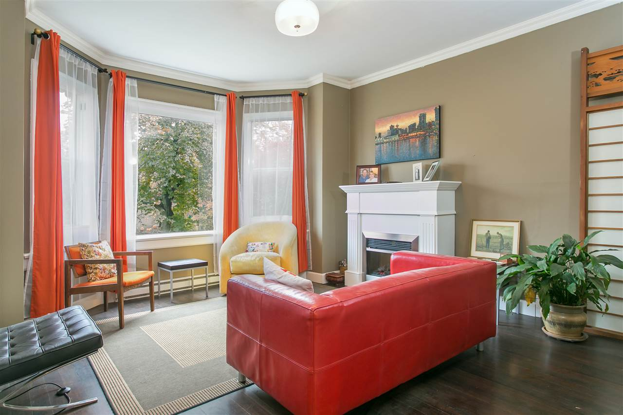 Photo 2: 889 UNION Street in Vancouver: Mount Pleasant VE House for sale (Vancouver East)  : MLS(r) # R2013947