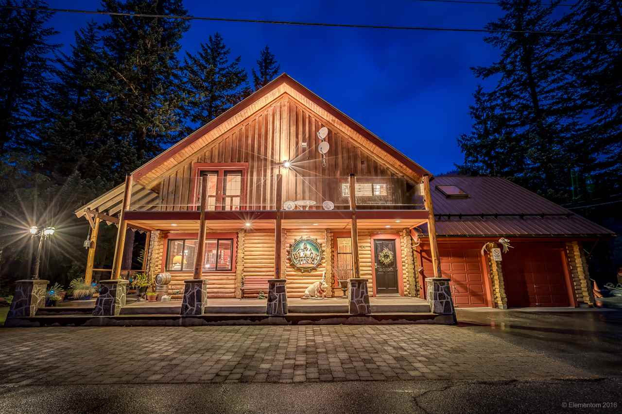 Main Photo: 54 ROCKRIDGE Drive in Whistler: Black Tusk - Pinecrest House for sale : MLS® # R2089927