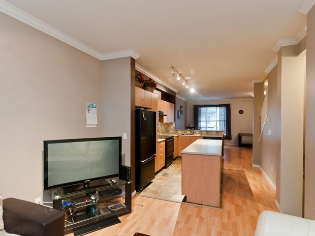"Photo 3: 43 5839 PANORAMA Drive in Surrey: Sullivan Station Townhouse for sale in ""Forest Gate"" : MLS® # R2090046"