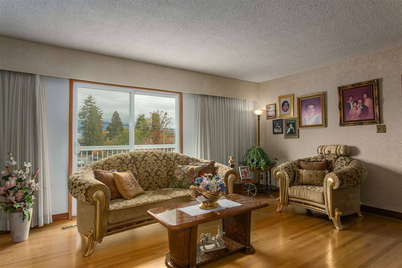Photo 3: 5490 HARDWICK Street in Burnaby: Central BN House for sale (Burnaby North)  : MLS® # R2120515