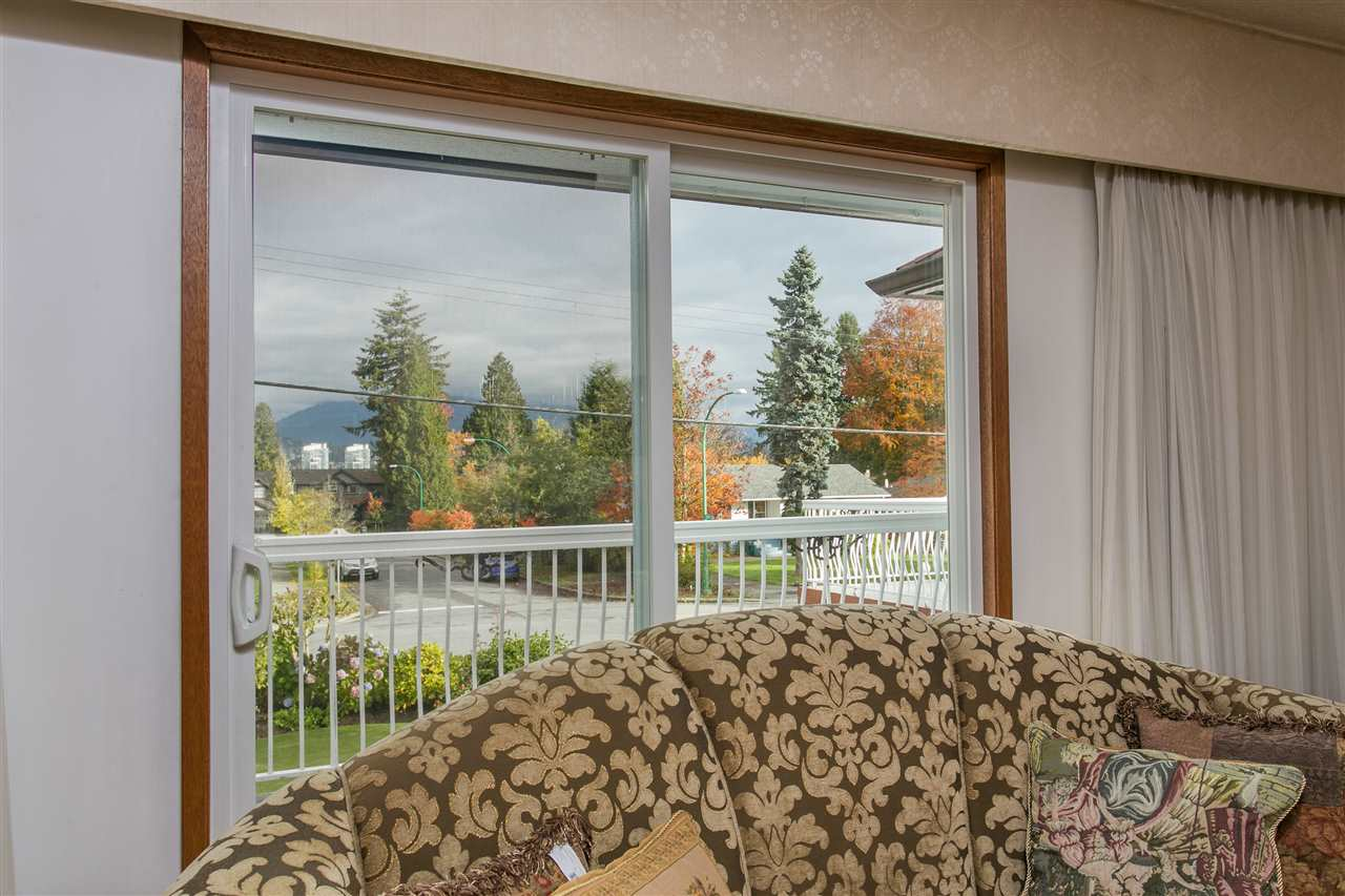 Photo 5: 5490 HARDWICK Street in Burnaby: Central BN House for sale (Burnaby North)  : MLS® # R2120515