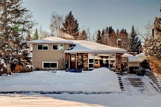 Main Photo: 79 WOODLARK Drive SW in Calgary: Wildwood House for sale : MLS(r) # C4093844