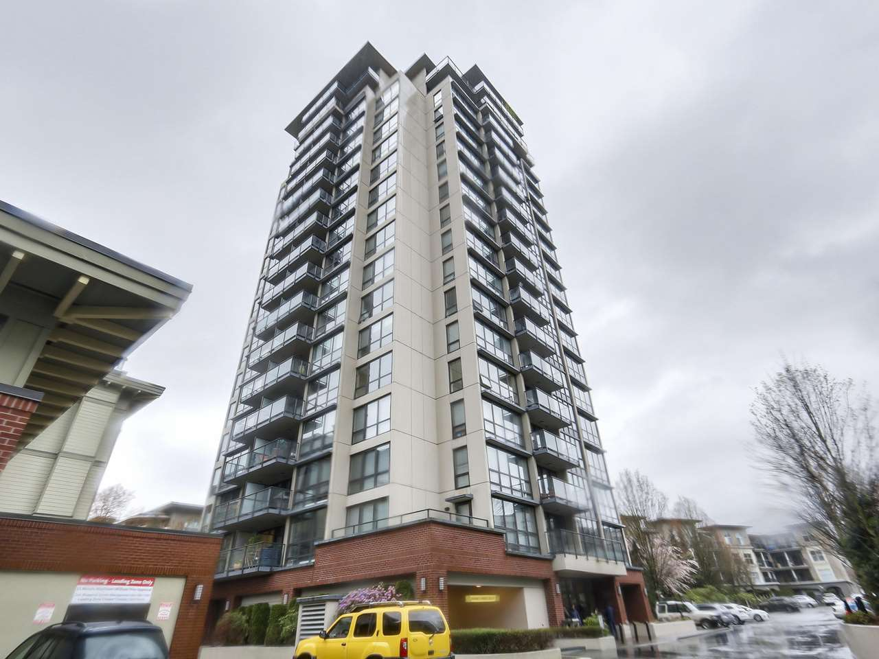 "Main Photo: 205 2959 GLEN Drive in Coquitlam: North Coquitlam Condo for sale in ""THE PARC"" : MLS®# R2155807"