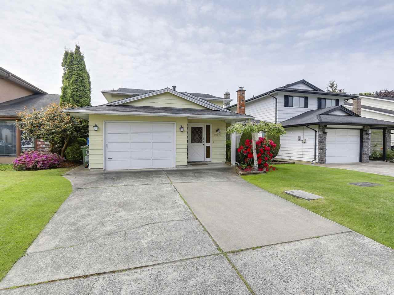 Photo 1: 10631 HOLLYBANK Drive in Richmond: Steveston North House for sale : MLS® # R2168914