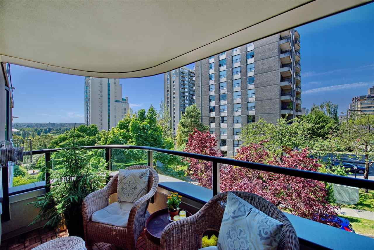 Sunny afternoons and evening sunsets from this well proportioned patio overlooking a quiet street and Vanier Park in the distance. Water view in winter