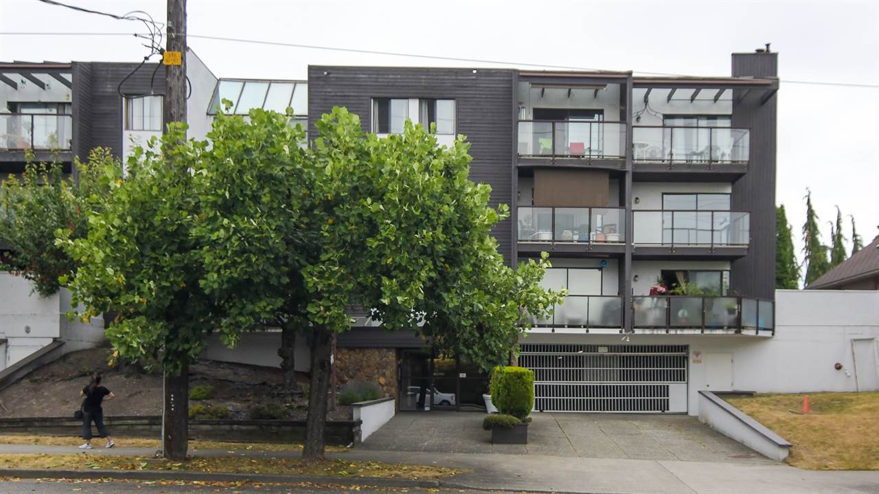 "Main Photo: 209 315 TENTH Street in New Westminster: Uptown NW Condo for sale in ""Springbok"" : MLS® # R2186142"