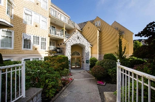 "Main Photo: 305 5555 13A Avenue in Delta: Cliff Drive Condo for sale in ""WINDSOR WOODS"" (Tsawwassen)  : MLS® # R2210263"