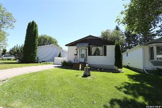 Main Photo: 54 Matheson Place in Saskatoon: Massey Place Residential for sale : MLS® # SK707882