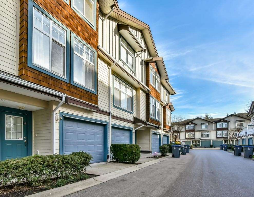 "Main Photo: 37 16588 FRASER Highway in Surrey: Fleetwood Tynehead Townhouse for sale in ""CASTLE PINES"" : MLS® # R2227622"