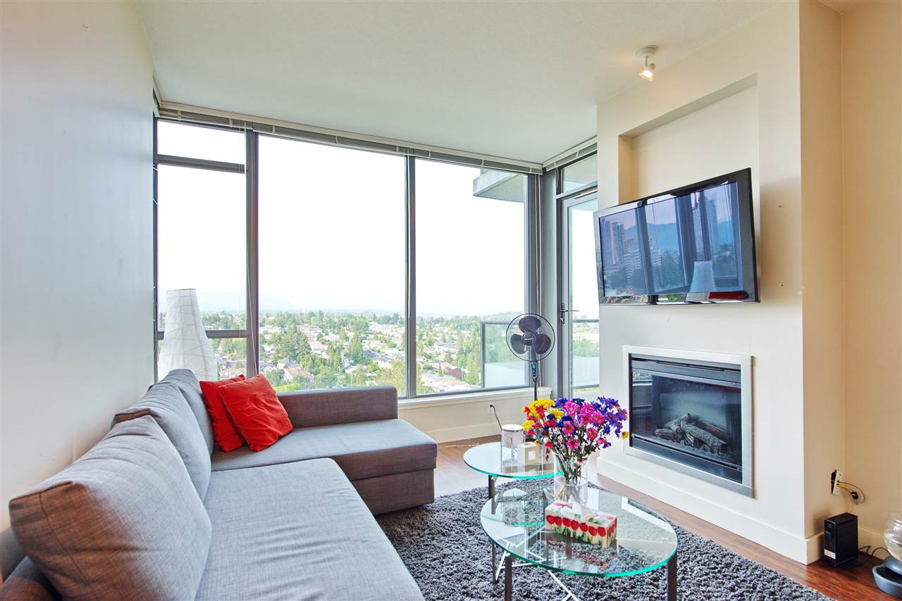 "Main Photo: 2205 7088 18TH Avenue in Burnaby: Edmonds BE Condo for sale in ""Park 360"" (Burnaby East)  : MLS®# R2281295"