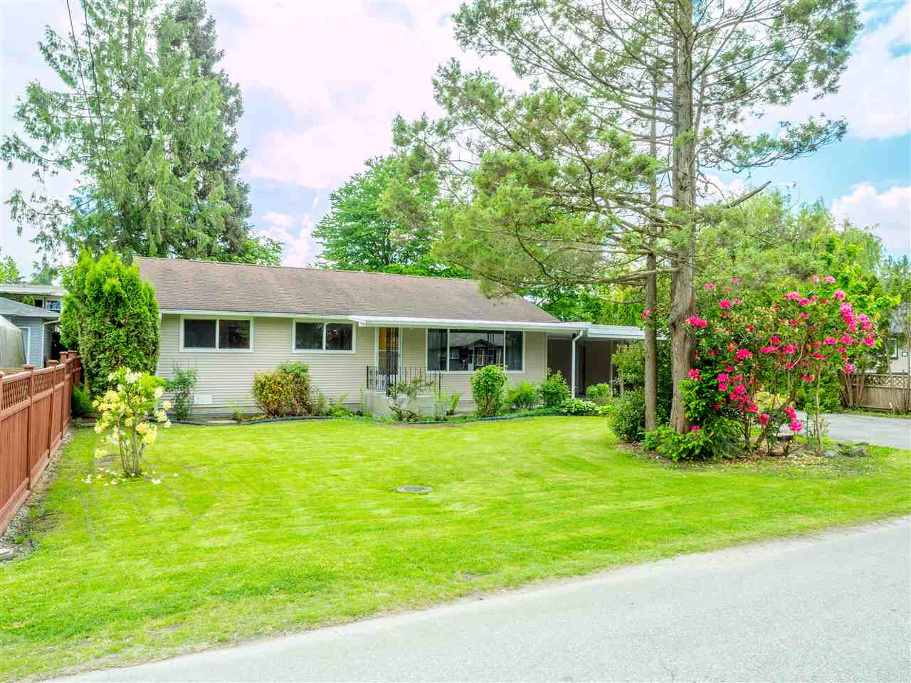 FEATURED LISTING: 22622 123 Avenue Maple Ridge