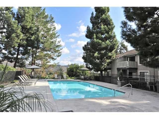 Photo 10: CARMEL MOUNTAIN RANCH Home for sale or rent : 1 bedrooms : 15016 Avenida Venusto #158 in San Diego