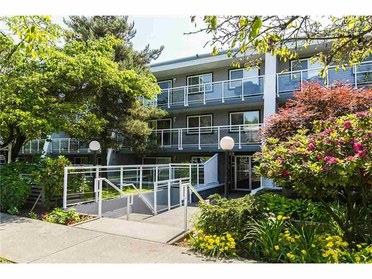 Main Photo: 212 550 ROYAL Avenue in New Westminster: Downtown NW Condo for sale : MLS® # R2022815