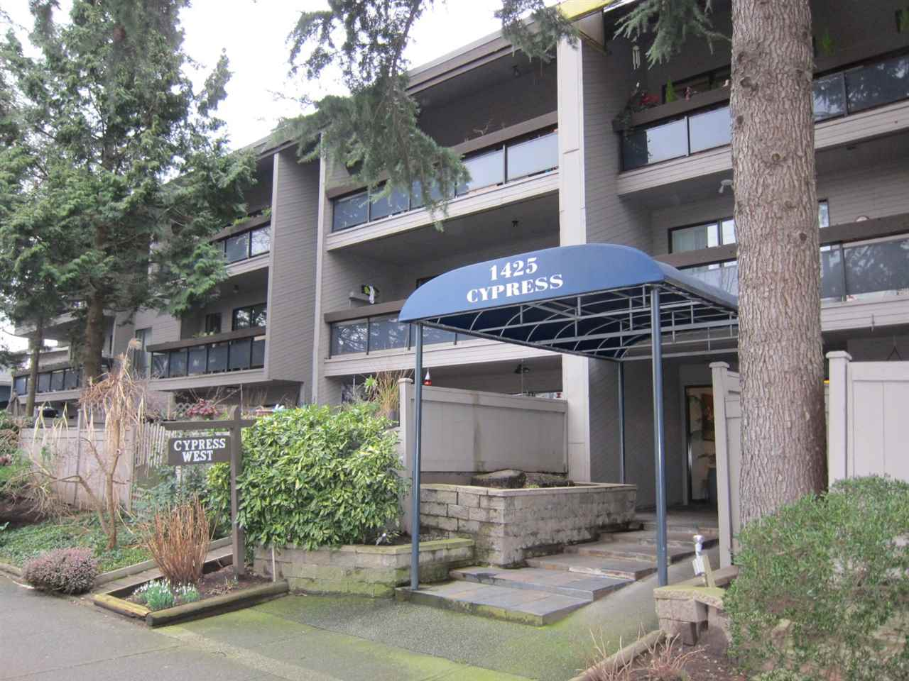 "Main Photo: 208 1425 CYPRESS Street in Vancouver: Kitsilano Condo for sale in ""CYPRESS WEST"" (Vancouver West)  : MLS® # R2039250"