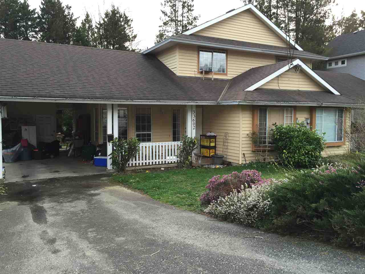 Main Photo: 33602 2 Avenue in Mission: Mission BC House 1/2 Duplex for sale : MLS® # R2042001