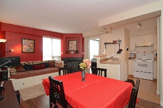 "Main Photo: 408 680 CLARKSON Street in New Westminster: Downtown NW Condo for sale in ""THE CLARKSON"" : MLS(r) # R2077786"