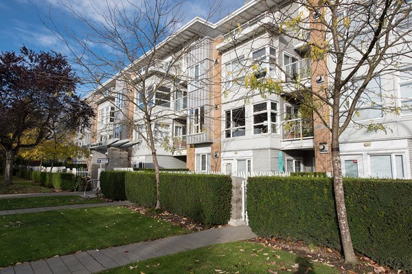 "Main Photo: 205 6198 ASH Street in Vancouver: Oakridge VW Condo for sale in ""THE GROVE"" (Vancouver West)  : MLS® # R2115626"