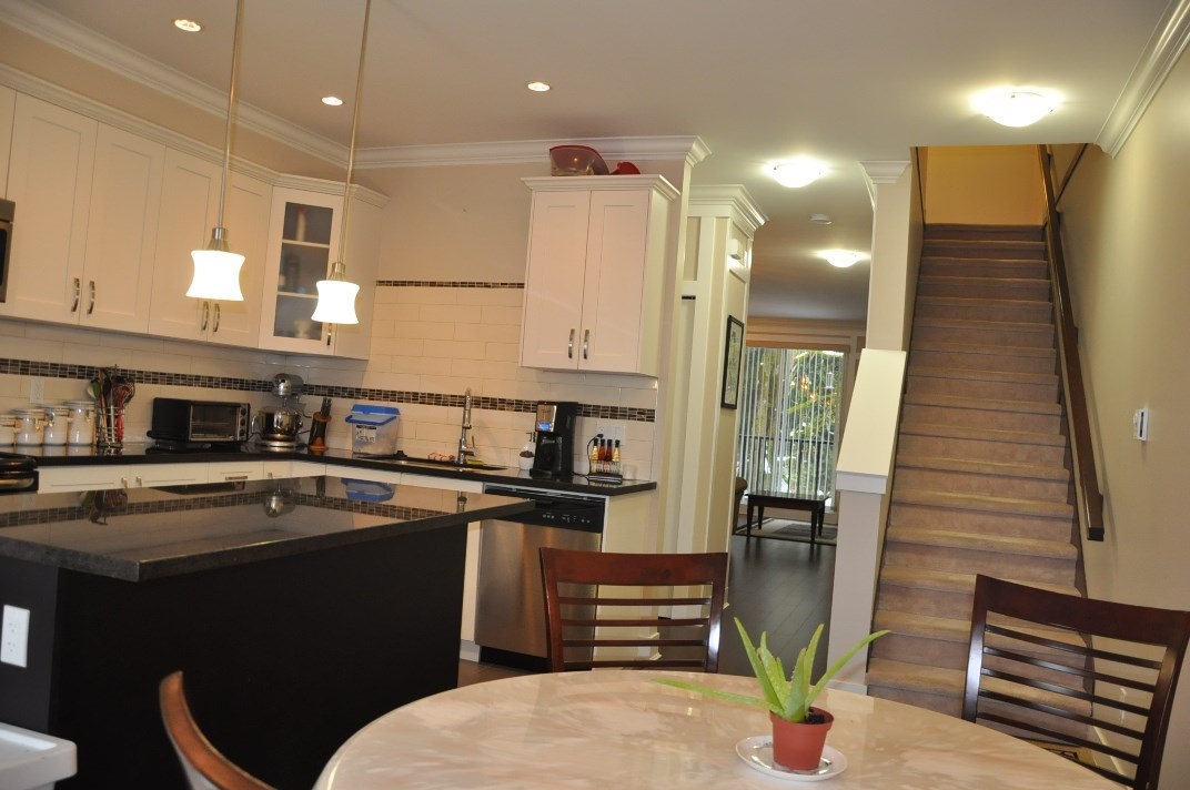 "Photo 3: 5 6383 140 Street in Surrey: Sullivan Station Townhouse for sale in ""PANORAMA WEST VILLAGE"" : MLS(r) # R2137891"