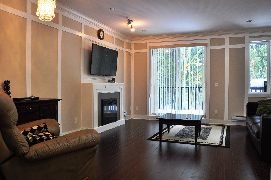 "Photo 4: 5 6383 140 Street in Surrey: Sullivan Station Townhouse for sale in ""PANORAMA WEST VILLAGE"" : MLS(r) # R2137891"