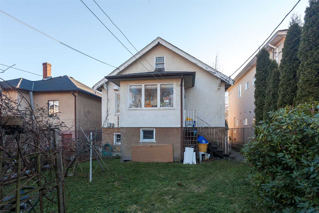 "Photo 18: 2511 CHARLES Street in Vancouver: Renfrew VE House for sale in ""RENFREW"" (Vancouver East)  : MLS(r) # R2138452"