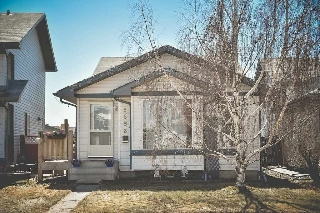 Main Photo: 5853 162A Avenue in Edmonton: Zone 03 House for sale : MLS(r) # E4053169