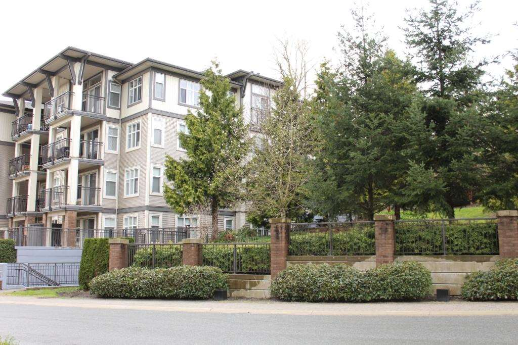 Main Photo: 207 4833 BRENTWOOD Drive in Burnaby: Brentwood Park Condo for sale (Burnaby North)  : MLS(r) # R2154100