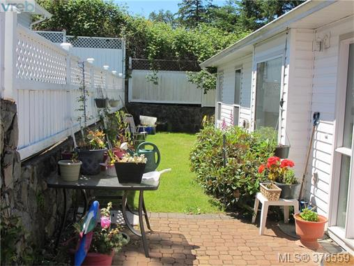 Photo 3: 43 Eagle Lane in VICTORIA: VR Glentana Manu Double-Wide for sale (View Royal)  : MLS(r) # 378559