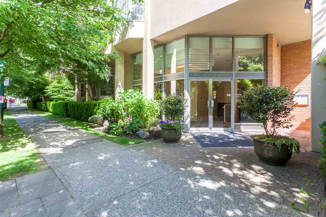 "Photo 2: 416 1707 W 7TH Avenue in Vancouver: Fairview VW Condo for sale in ""Santa Fe"" (Vancouver West)  : MLS® # R2175569"