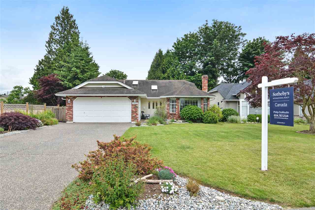 "Main Photo: 13570 15A Avenue in Surrey: Crescent Bch Ocean Pk. House for sale in ""Ocean Park"" (South Surrey White Rock)  : MLS(r) # R2177447"