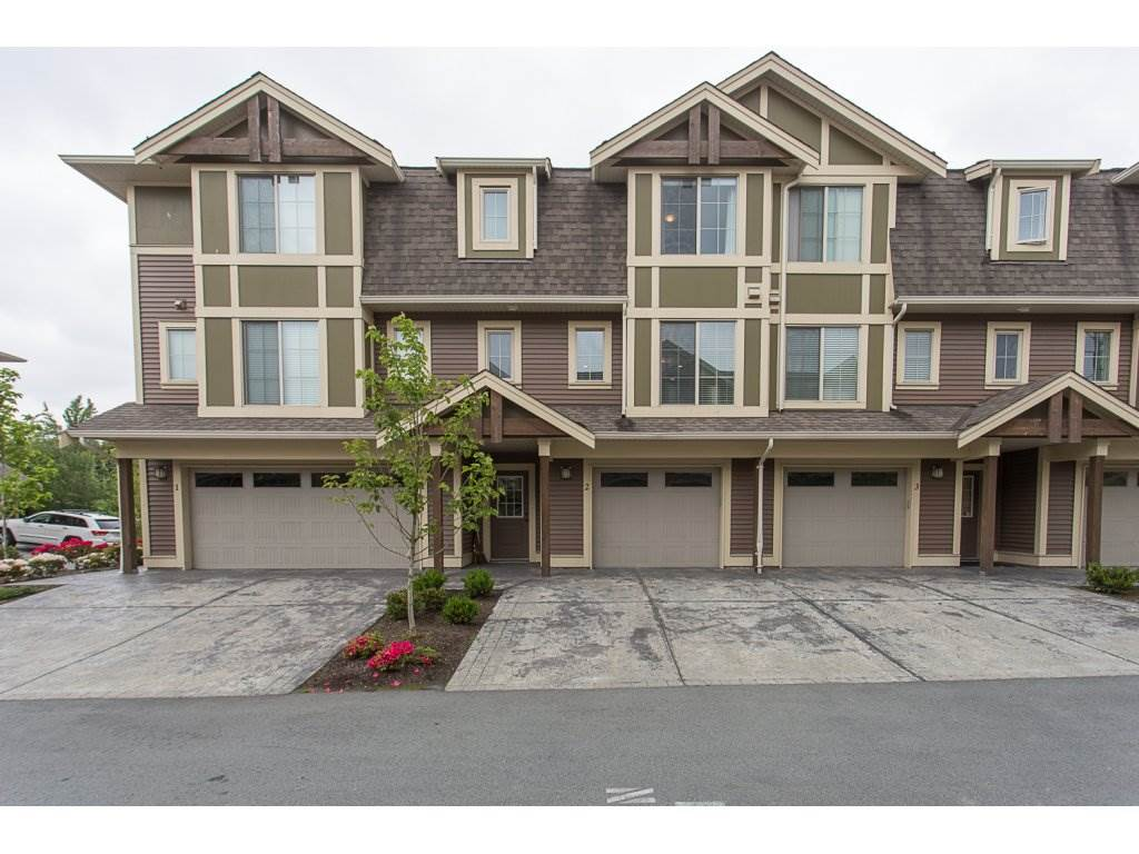 "Main Photo: 2 45025 WOLFE Road in Chilliwack: Chilliwack W Young-Well Townhouse for sale in ""CENTRE FIELD"" : MLS® # R2190354"
