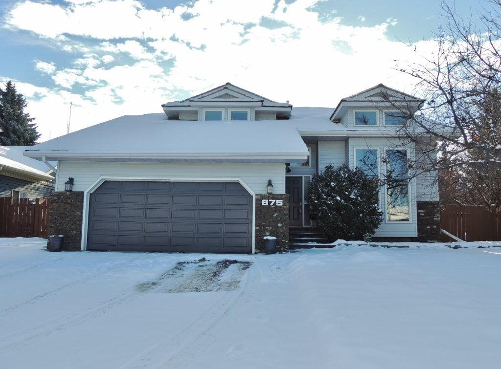 Main Photo: 875 WANYANDI Road in Edmonton: Zone 22 House for sale : MLS® # E4082244