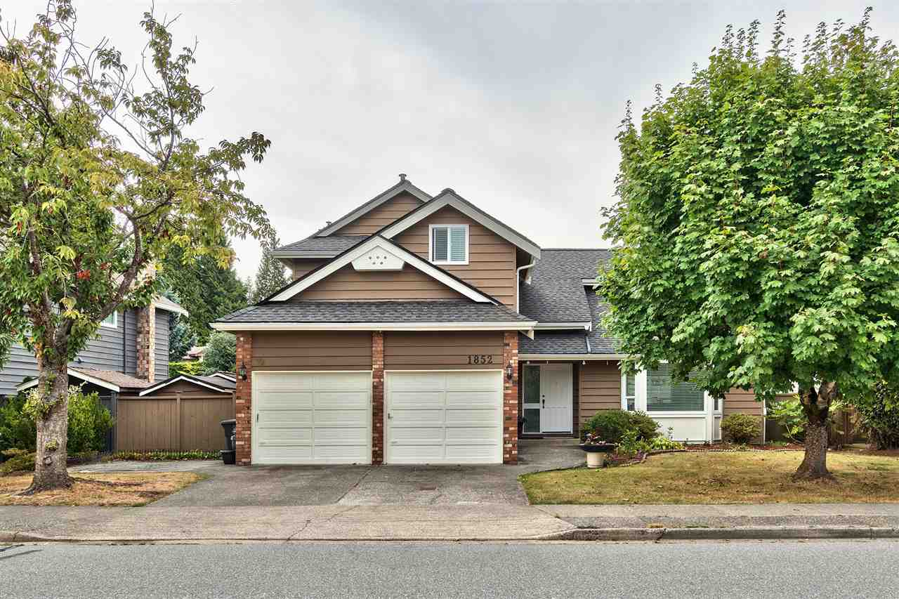 Main Photo: 1852 SOUTHMERE Crescent in Surrey: Sunnyside Park Surrey House for sale (South Surrey White Rock)  : MLS® # R2207159