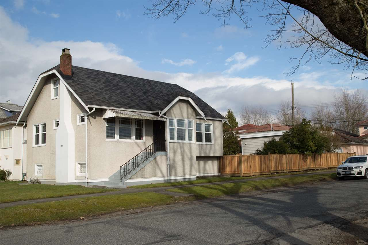 "Main Photo: 2286 GARDEN Drive in Vancouver: Grandview VE House for sale in ""GRANDVIEW"" (Vancouver East)  : MLS® # R2245488"