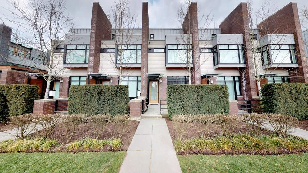 "Main Photo: 6130 OAK Street in Vancouver: Oakridge VW Townhouse for sale in ""OAK"" (Vancouver West)  : MLS®# R2250697"