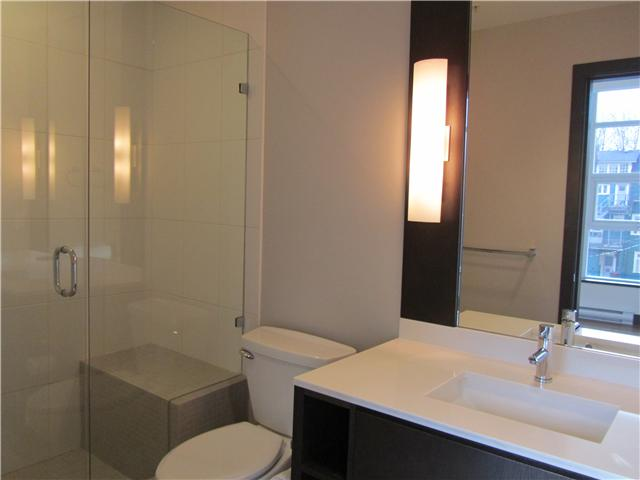 "Photo 10: 404 1088 W 14TH Avenue in Vancouver: Fairview VW Condo for sale in ""COCO"" (Vancouver West)  : MLS(r) # V1044068"