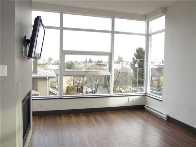 "Photo 4: 404 1088 W 14TH Avenue in Vancouver: Fairview VW Condo for sale in ""COCO"" (Vancouver West)  : MLS(r) # V1044068"