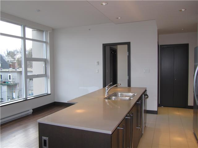 "Photo 5: 404 1088 W 14TH Avenue in Vancouver: Fairview VW Condo for sale in ""COCO"" (Vancouver West)  : MLS(r) # V1044068"