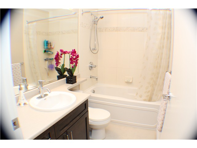 "Photo 12: 407 2368 MARPOLE Avenue in Port Coquitlam: Central Pt Coquitlam Condo for sale in ""RIVER ROCK LANDING"" : MLS® # V1053124"