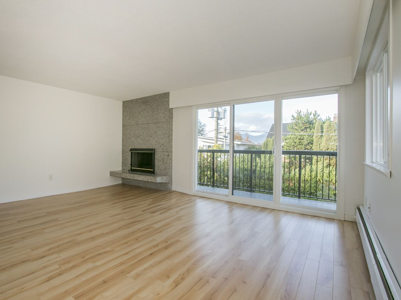 "Main Photo: 304 2770 BURRARD Street in Vancouver: Fairview VW Condo for sale in ""El Burrardo"" (Vancouver West)  : MLS® # R2015505"