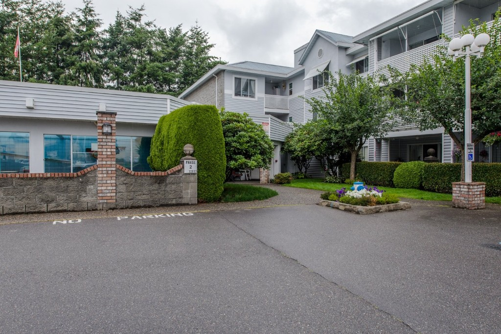 "Photo 2: 316 32833 LANDEAU Place in Abbotsford: Central Abbotsford Condo for sale in ""Park Place"" : MLS® # R2087565"